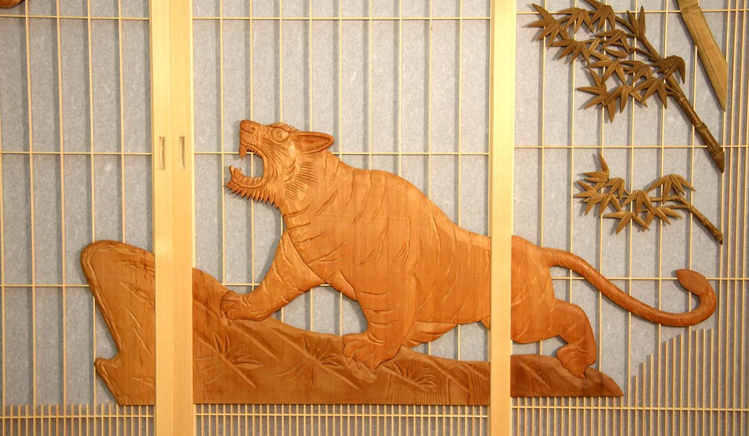 龍虎彫刻入飾り障子-虎-